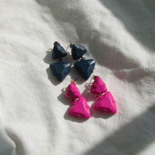 vivd triangle earring